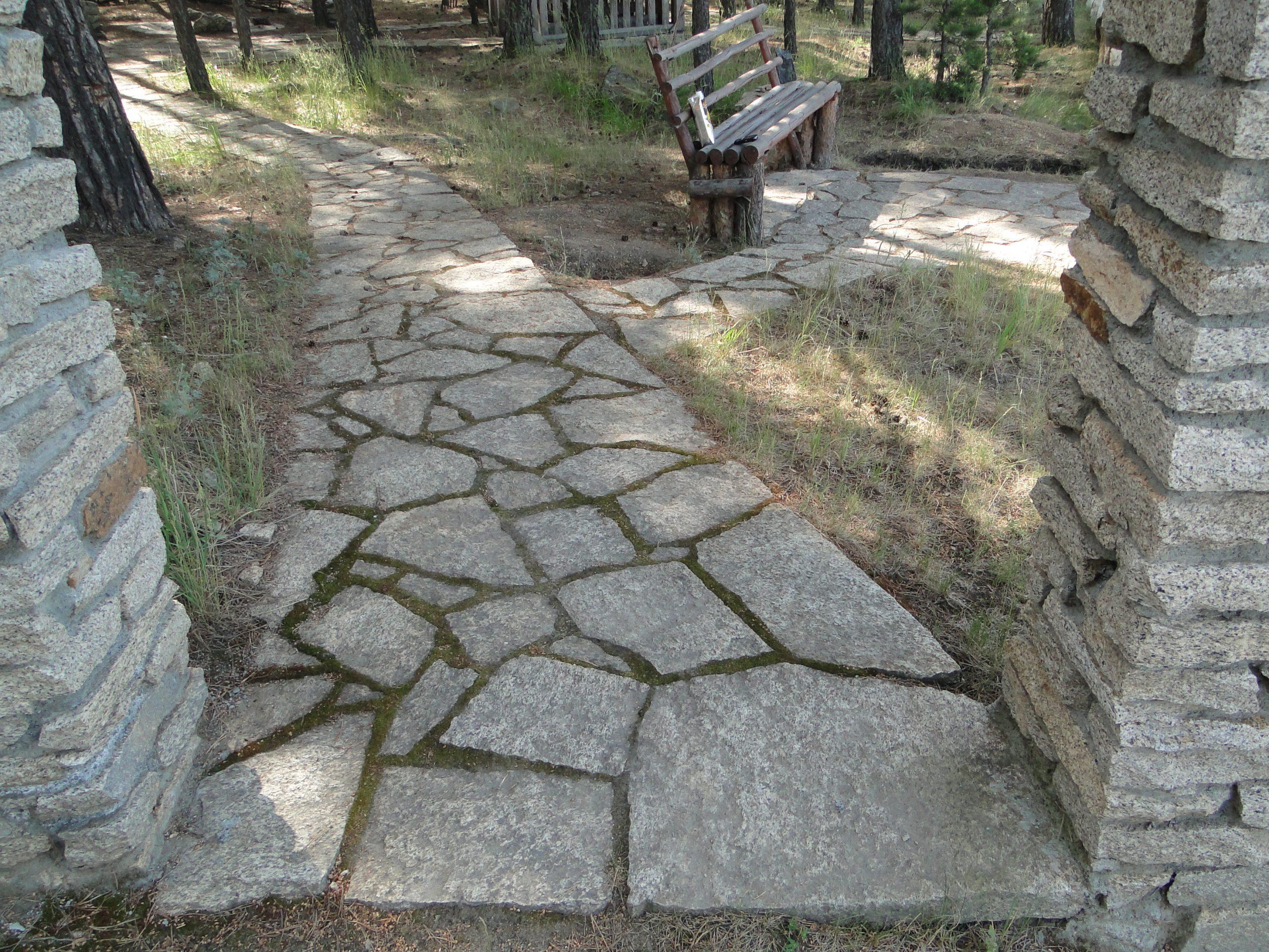 Тропинка из природного камня гранита от К-групп фото